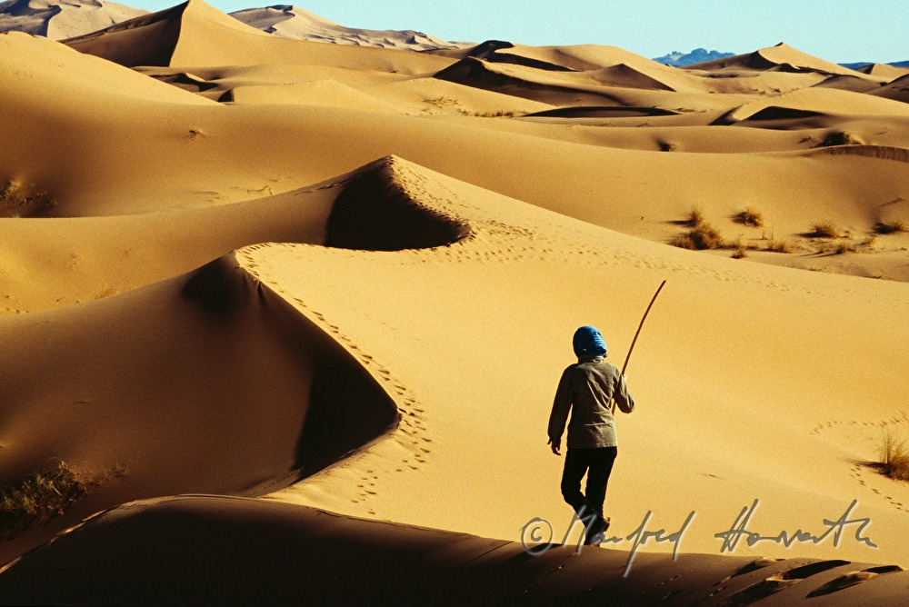 hiking in the sand dunes at Erg Chebbi
